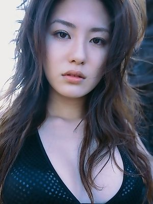 Steamy babe Haruna Yabuki looks incredible in her bikini